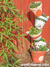 Make a tower of pots planter