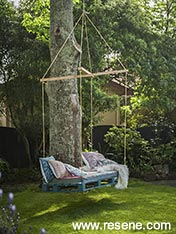 Luxurious garden swing